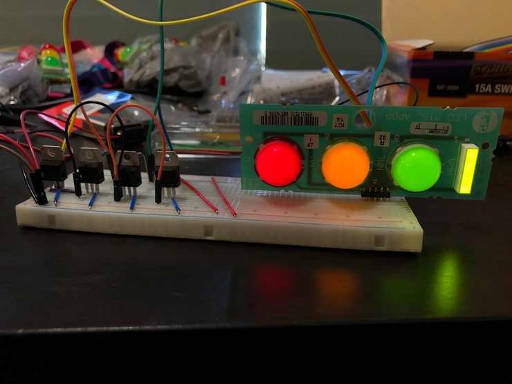 Working LED lights with BJTs acting as switches